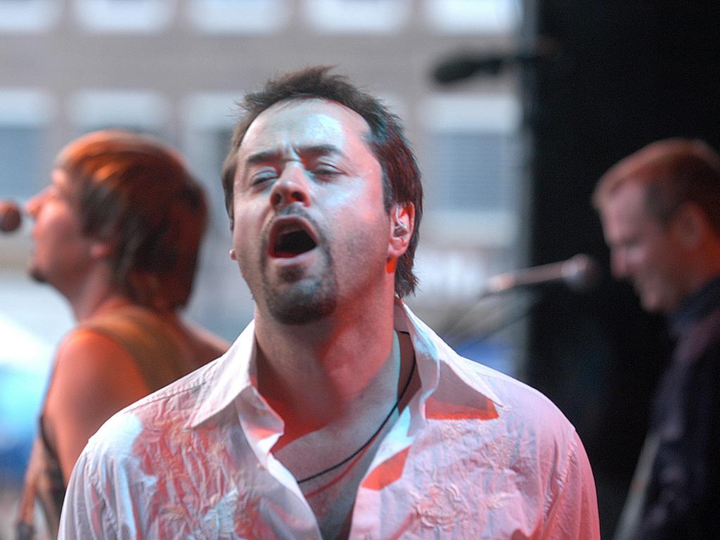 Beim 28. Bardentreffen im Jahr 2003 begeistert Schauspieler Jan Josef Liefers als Musiker auf dem Hauptmarkt.