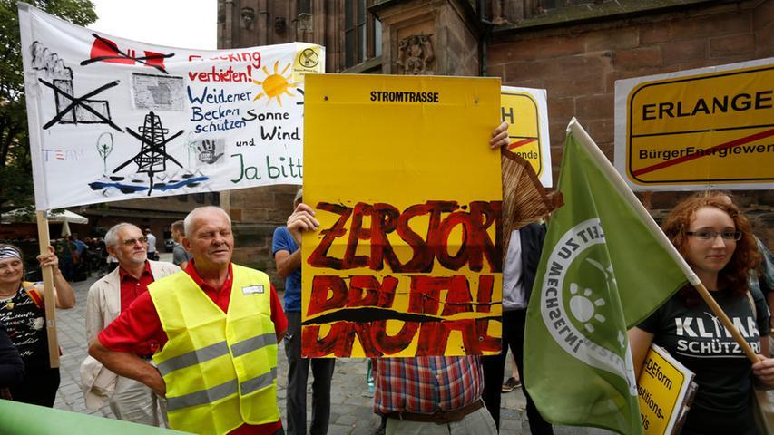 Trotz aller Proteste blieb Bundeswirtschaftsminister Sigmar Gabriel in Nürnberg bei seinem Credo: Der Windstrom muss vom Norden in den Süden und dazu sind Stromtrassen nötig.