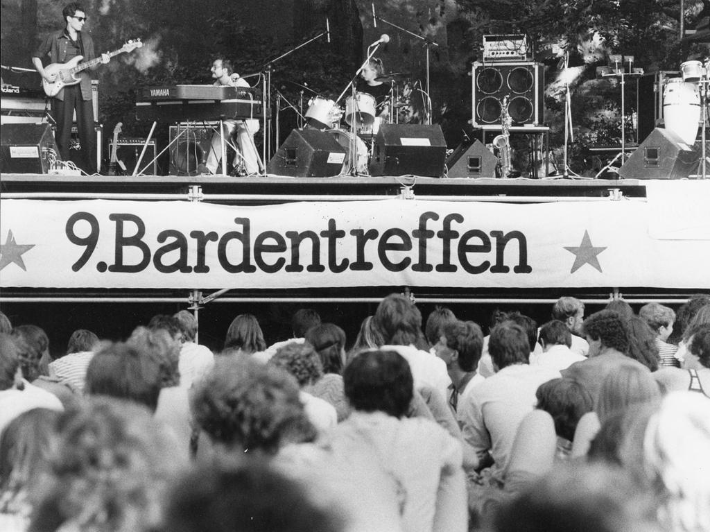 Auch das 9. Bardentreffen zog mit zahlreichen Musikern auf unterschiedlichsten Bühnen und Schauplätzen in der Stadt die Massen an.