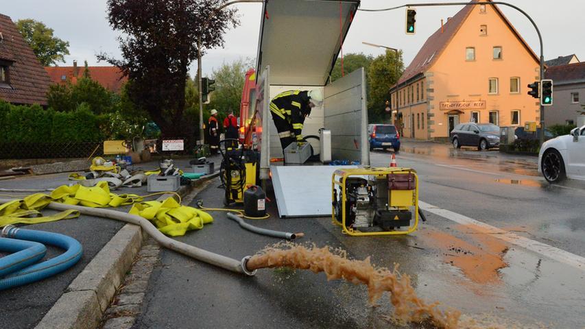 Die Feuerwehr rückte beinahe minütlich aus,...