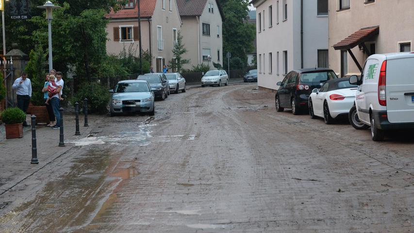 In Uttenreuth selbst kam es zu Schäden - wie hier in der Marloffsteiner Straße.