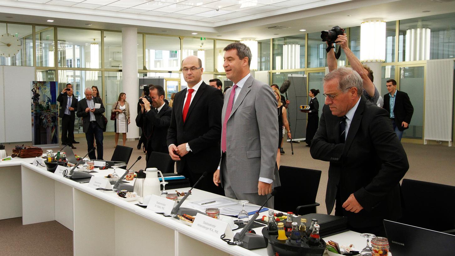 Markus Söder (Zweiter von rechts) war am Dienstag Gastgeber der Kabinettssitzung im Heimatministerium in Nürnberg: Nicht alle waren mit den Beschlüssen restlos zufrieden.