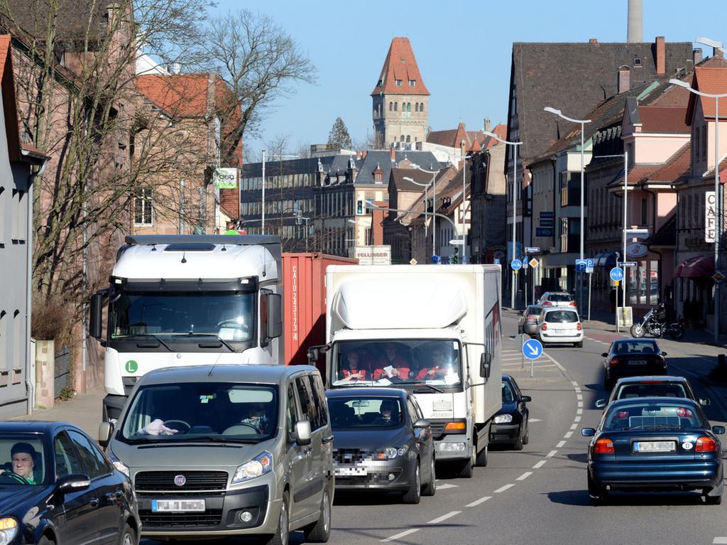 FOTO: Hans-Joachim Winckler DATUM: 24.2.2014..MOTIV: Verkehr auf der Steiner  Hauptstraße