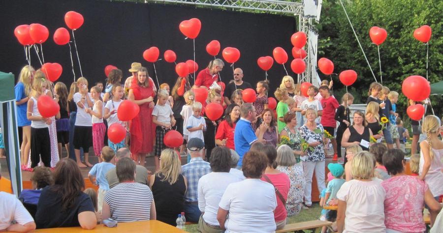 """Unter dem Motto """"Kunterbunt"""" fand in der ersten August-Ferienwoche in der Gemeinde Rohr erstmals das """"Kinder-Kunst-Festival Regelsbach"""" statt."""