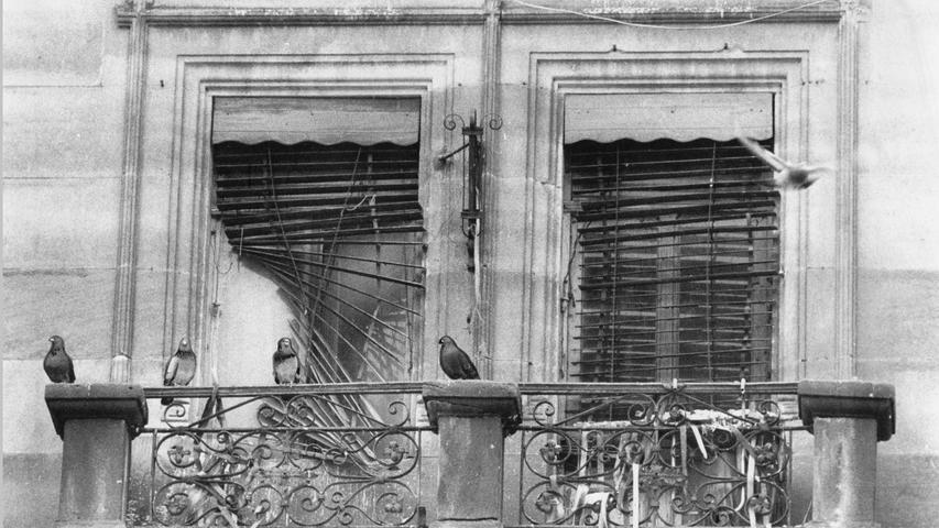 In vielen Anwesen wurde im Oktober 1987 - mit Hilfe der Mieter - heftig entrümpelt. Mit dieser Aktion war der Starschuß für die Sanierung von Gostenhof-Ost gefallen. Die Sanierung war dringend nötig, wie dieser