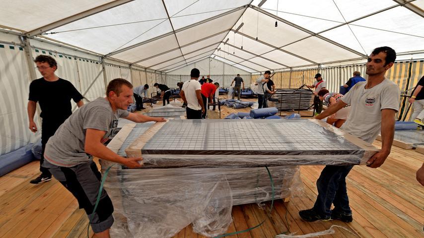 Frankenstraße und Deutschherrnstraße: Zelte für Flüchtlinge