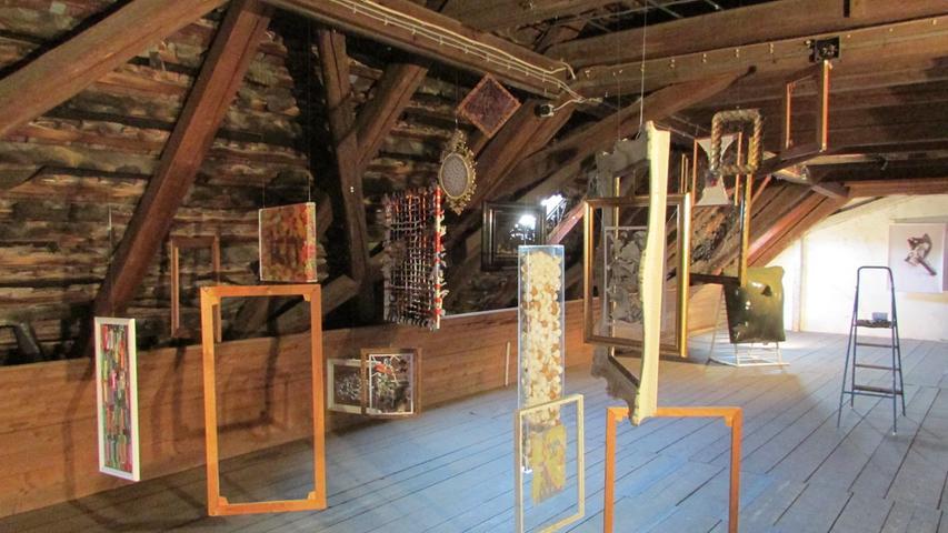 Ausstellungsrundgang im KunstRaum Weißenohe K ART ON  Foto: Rolf Riedel Datum: 05092014