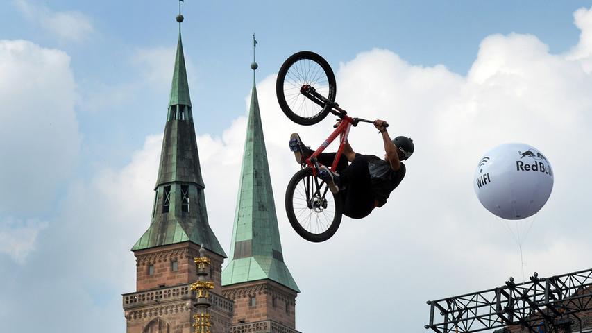 X wie x-trem: 2017 ist es wieder soweit, die Nürnberger Altstadt wird Schauplatz waghalsiger Sprünge und Stunts. Bereits zum fünften Mal zieht es dann wieder Zehntausende Besucher in die Noris - extremer geht es wirklich nicht mehr.