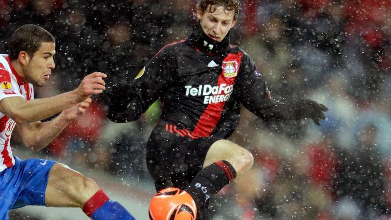 Leverkusens Stefan Kießling (r) spielte gegen Atlético Madrid stark auf.