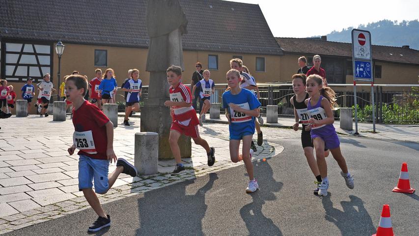 MOTIV:FS-Marathon/Ebermannstadt/Landkreis Forchheim/Marathon..Bambinilauf und  Schüler/Fränkische Schweiz Marathon..Marktplatzu Ebermannstadt..Foto.Roland  Huber_Altjohann..Datum06.09.2014