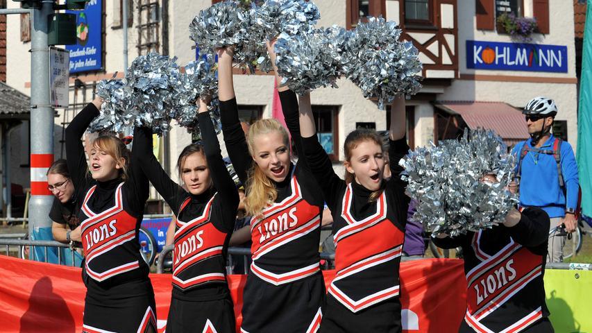 Profis im Anfeuern: Die Cheerleaderinnen.