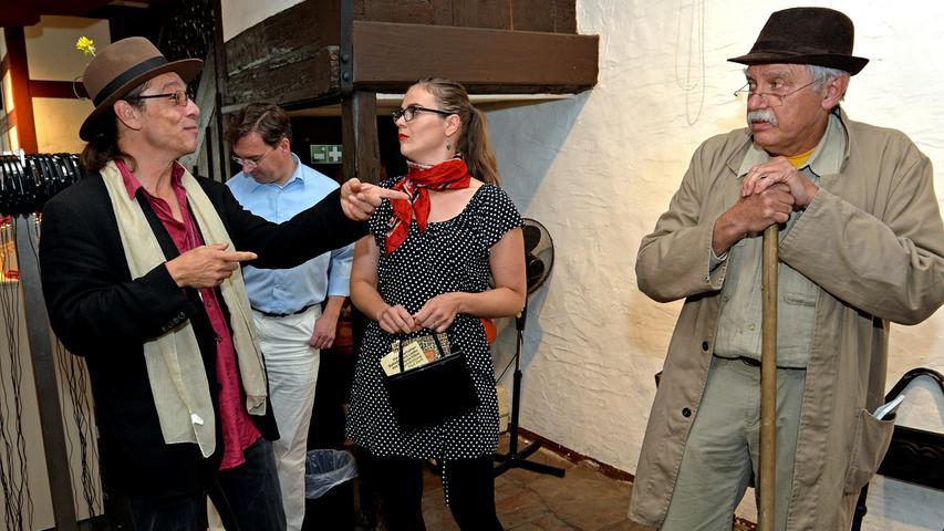 ...des Dürerhauses in Nürnberg. Dabei geben sie vor normale Besucher zu sein.
