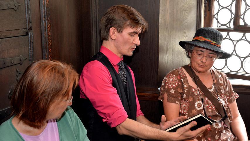 Im sogenannten Poetischen Theater streifen Schauspieler...