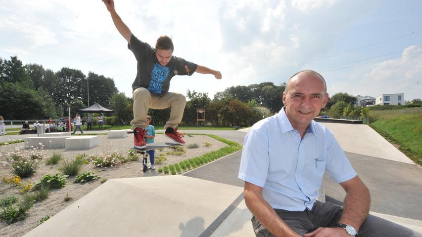 Mit Boards über die Piste: Skateanlage in Weisendorf eröffnet