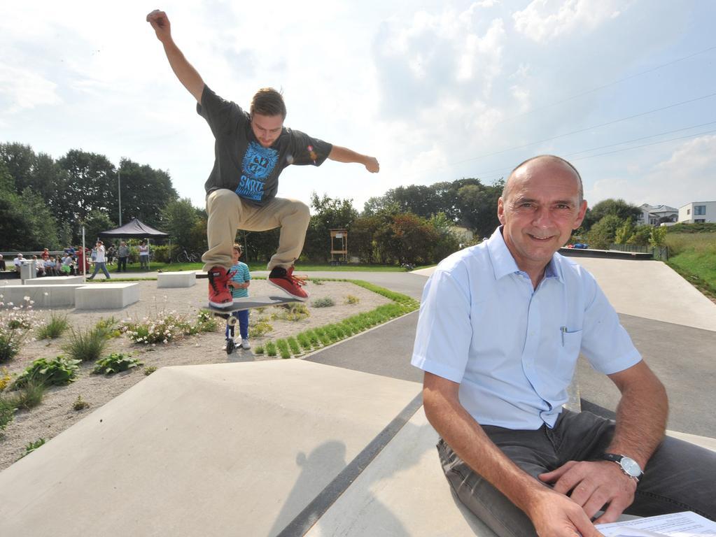 Eröffnung der neuen Skateanlage mit Bürgermeister Heinrich Süß in Weisendorf.