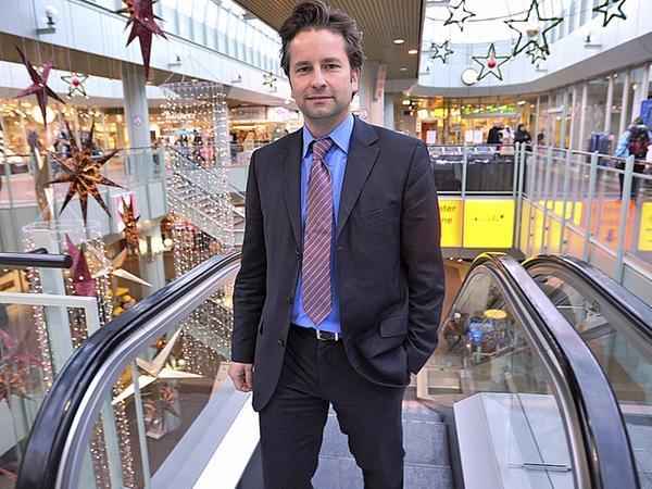 Das Rolltreppen-Sammelsurium soll beseitigt werden: Investor Miro Vorbauer im 25 Jahre alten Einkaufszentrum.