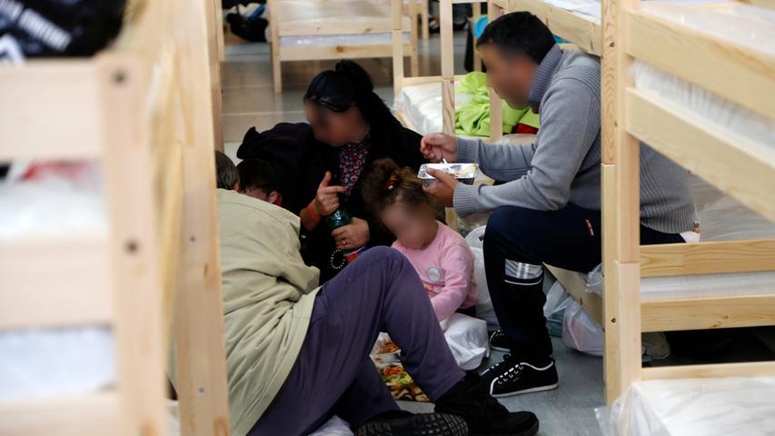 Flüchtlinge haben Fürther Kiderlin-Turnhalle bezogen
