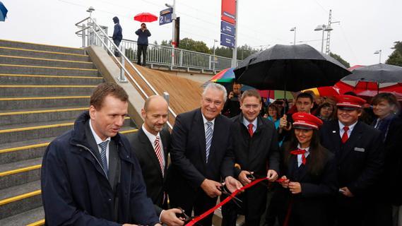 Petersaurach: Joachim Herrmann weiht neuen S-Bahnhof ein