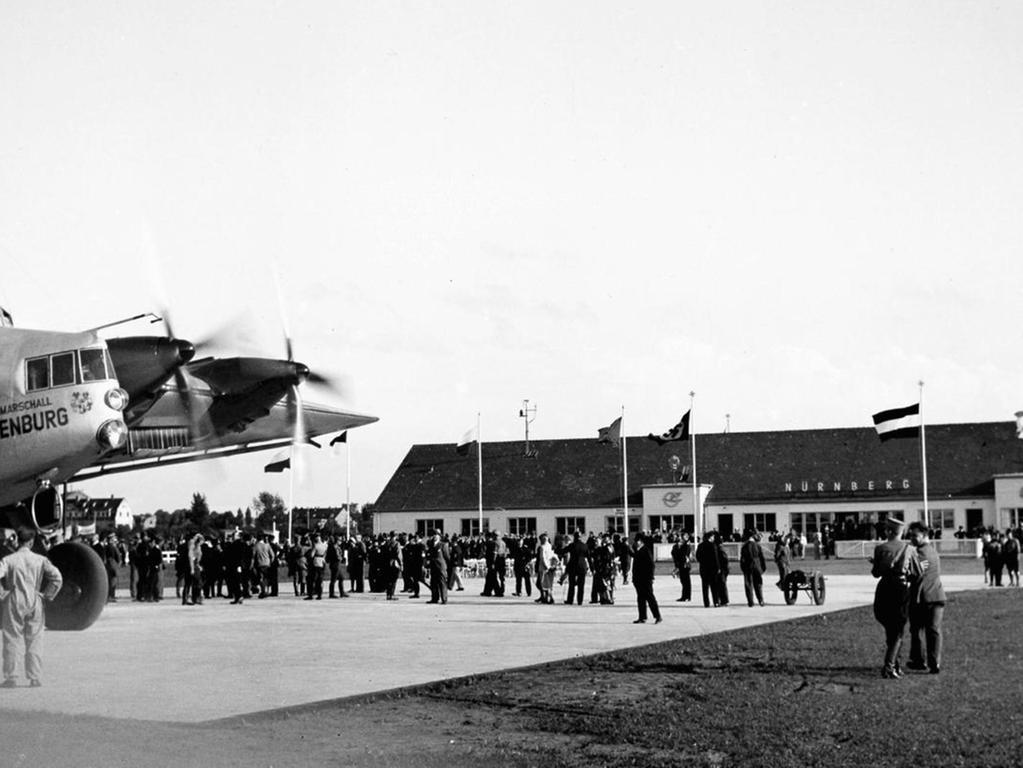 Einst standen hier Flugzeuge: Die früheren Hangar-Hallen befinden sich heute auf dem Betriebsgelände von Sör neben der Kfz-Zulassungsstelle.