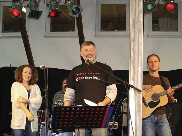 Vollerbauer Wolfgang Müller (MItte) mit der Newcomer-Band Bob-Mila.