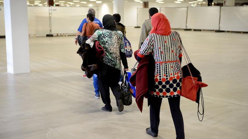 Hoffnung im Gepäck: Erste Flüchtlinge ziehen in Fürther Höffner