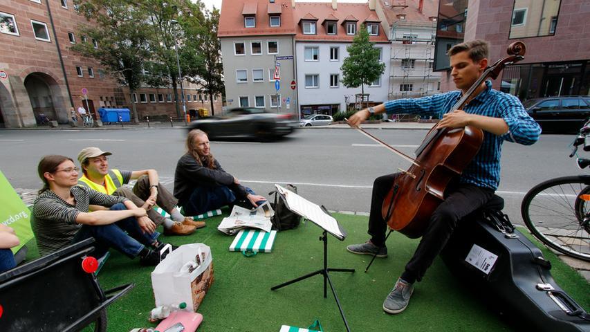 Chillen auf dem Parkplatz: Der PARKing Day 2014 in Nürnberg