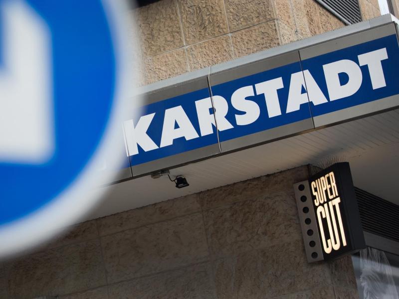 Die Gewerkschaft Verdi leistet erbitterten Widerstand gegen den harten Sparkurs des neuen Karstadt-Eigentümers Benko.
