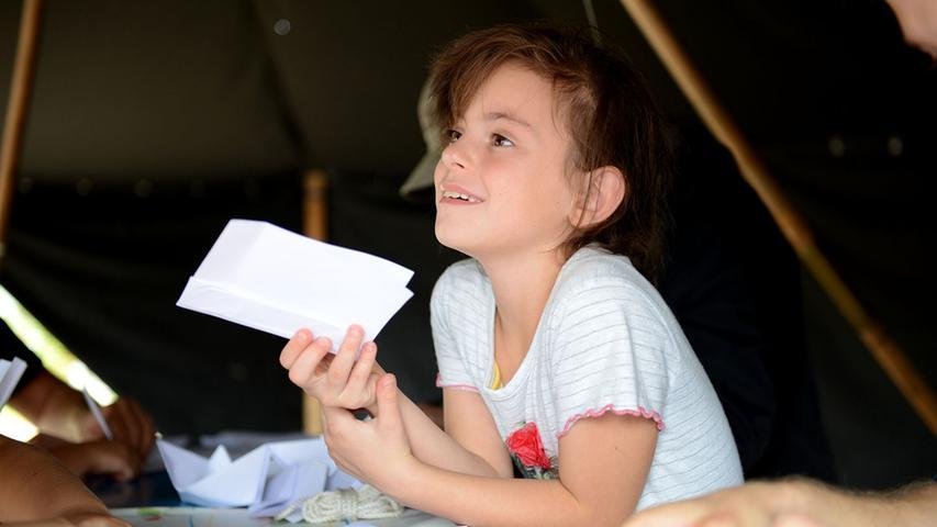 FOTO: Hans-Joachim Winckler DATUM: 20.9.2014..MOTIV: Weltkindertag im  Südstadtpark, veranstaltet vom Netzwerk für Kinder, Satdtjugendring und  Spielhaus mit vielen Mitmachaktionen und Bühnenprogramm