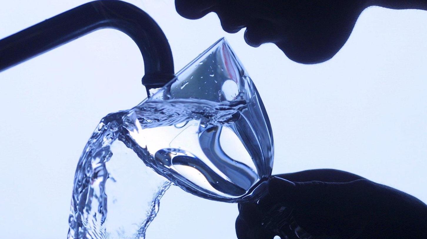 Viele Menschen trinken Leitungswasser, aber ist es noch gesund?