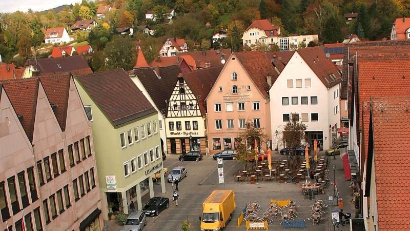 Die CSU hat vor einigen Jahren schon mit einer Parkaktion gezeigt, wie Autos auf dem Oberen Markt in Hersbruck wirken.