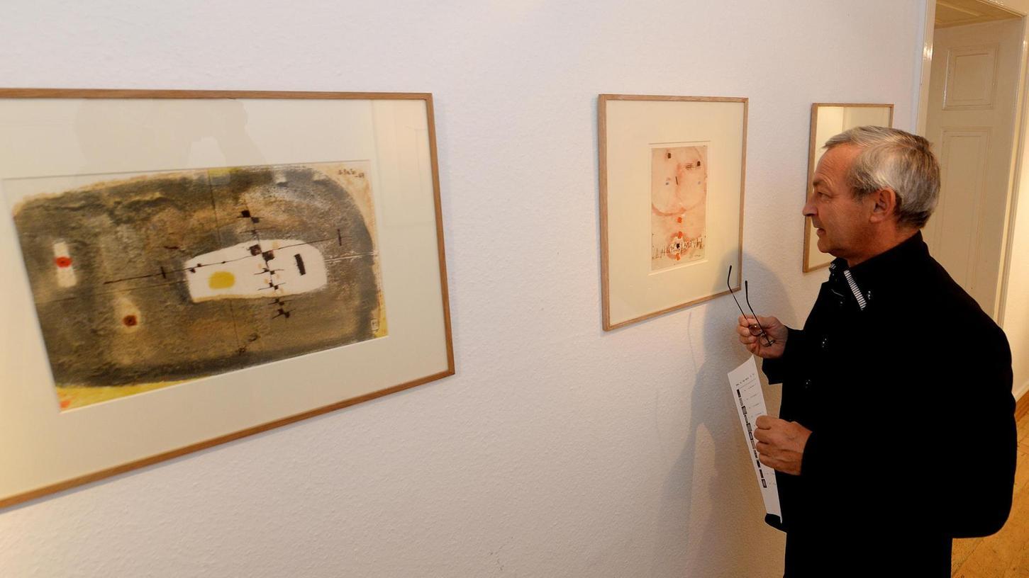 Kunst der Kontraste: Mit seinen Pafilagen kreierte Thomas Gleb Konstruktionen aus über- und nebeneinander lagernden Papierschichten.