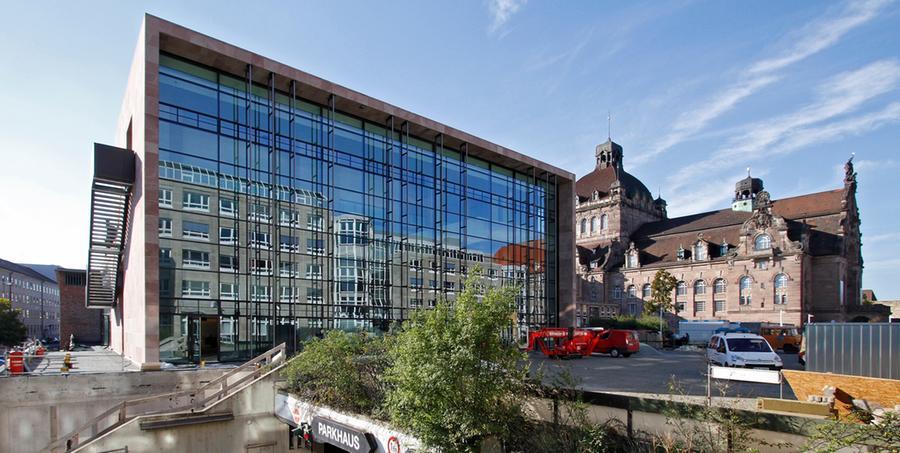 Pro Spielzeit verzeichnet das Staatstheater Nürnberg 275.525 Besucherinnen und Besucher. Pro Kopf fallen 167,96 Euro an. Dazu gibt es einen Zuschuss von 139,14 Euro.