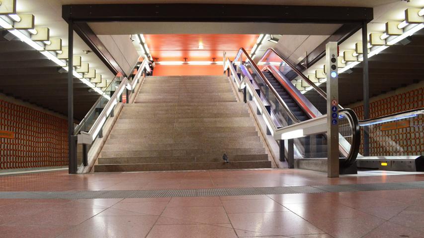 Nuernberg, 10.10.2014....Zugang zum U-Bahnhof Friedrich-Ebert-Platz für  Sonderseite im Lokalen über Entwicklung der Nürnberger U-Bahnhöfe....Ressort:  Anzeiger Lokales Foto: Alexander Pfaehler..