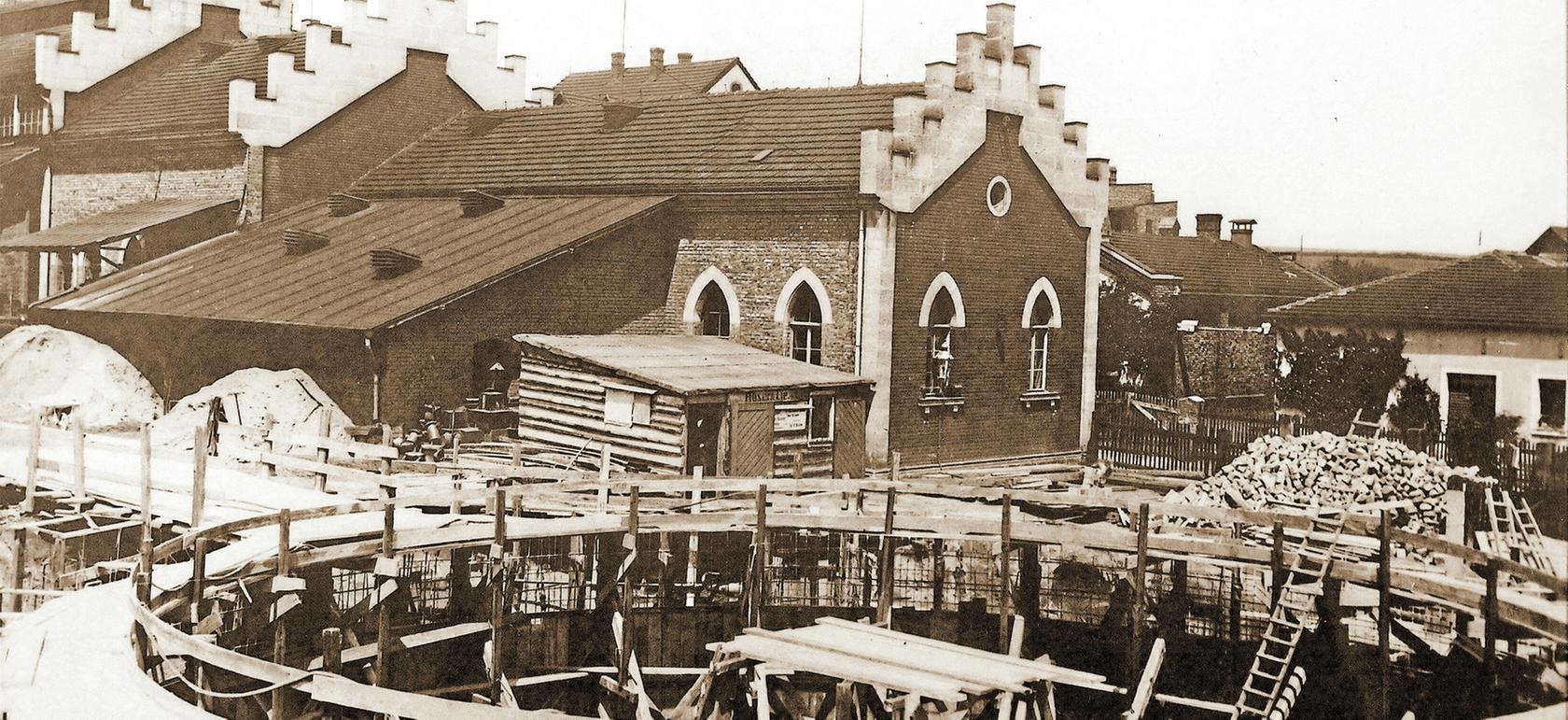 Das Schwabacher Gaswerk wurde 1864 in der Nördlichen Ringstraße eingeweiht. 1899 wurde es erweitert. Zu dieser Zeit entstanden zwei Gasbehälter, die 1974 abgerissen wurden.