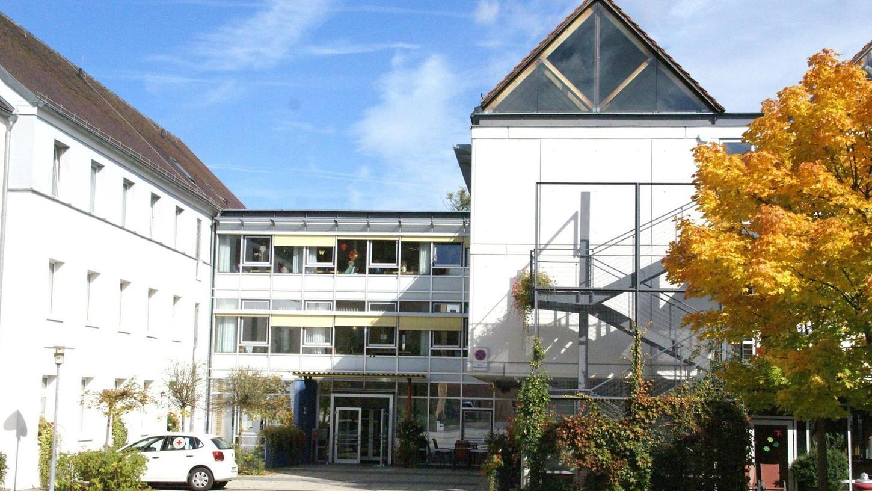 Das Alten- und Pflegeheim St. Hedwig in Auerbach geht vom örtlichen Caritasverein in die Trägerschaft des Caritasverbands für die Diözese Bamberg über. Für Mitarbeiter und Bewohner hat das keine Folgen.