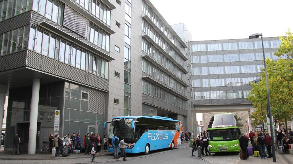 Die Infrastruktur des ZOB am Willy-Brandt-Platz in Nürnberg soll verbessert werden.