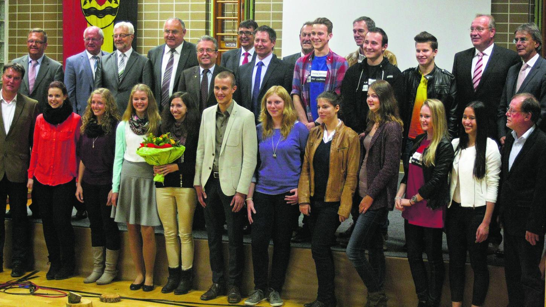 """Der Musical- und Theaterverein Neumarkt gewann die """"Kombination"""" des Jugend-Kulturförderpreises der Regierung der Oberpfalz. Die Würdigung fand in Schönthal im Landkreis Cham statt."""