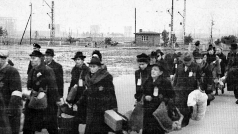 Am Bahnhof Märzfeld kamen ab 1941 Juden aus Franken an, die vorübergehend in den umliegenden Lagern bleiben mussten, ehe sie in Konzentrationslager deportiert wurden.