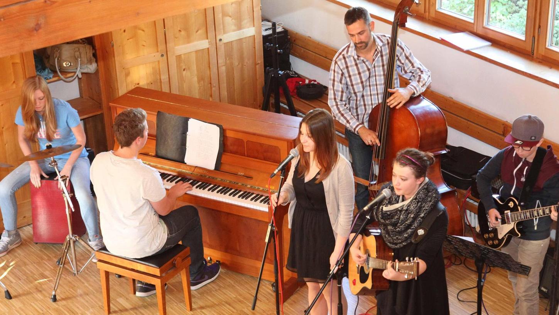 """Junge Künstler und Musiker zeigten in Wolkersdorf ihr Können bei """"Swing, Klassik und moderner Musik"""". Diese Veranstaltung ist ein fester Bestandteil der """"Kulturtage""""."""