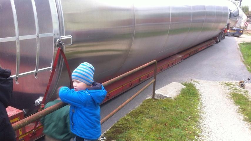 Schwertransporter blockiert Unterschlauersbach: Laster steckte fest