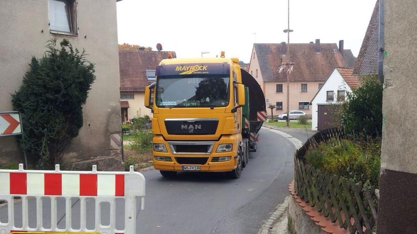 Schwertransporter blockiert Unterschlauersbach