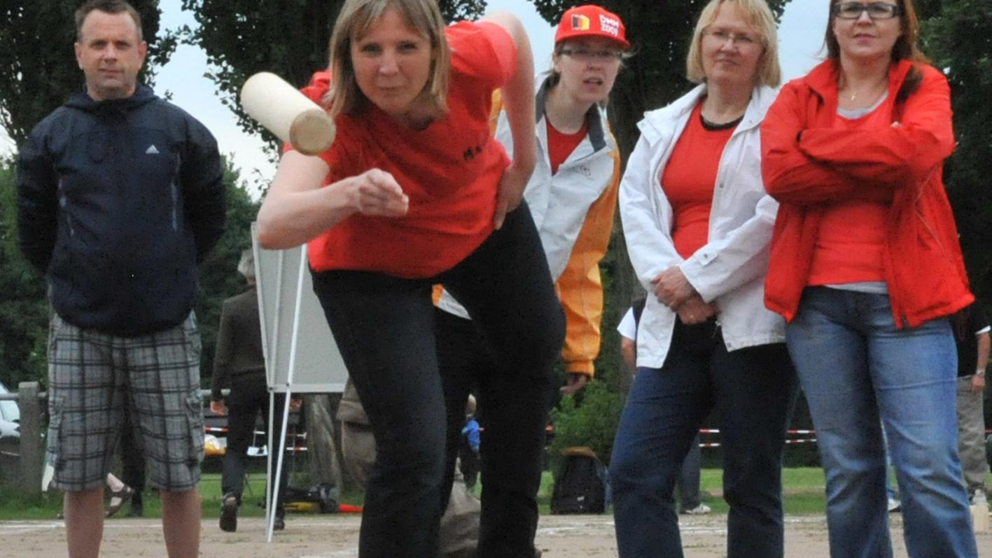 Gut Holz: Auf dem Gelände des FSV Bruck in Erlangen messen sich an diesem Wochenende Mölkky-Fans.