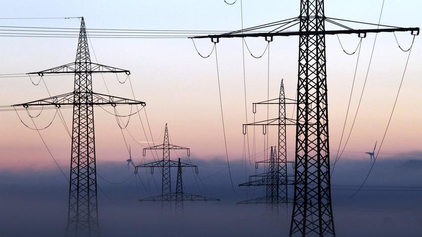 """Bei der vom Netzbetreiber Amprion geplanten Strompassage Süd-Ost handelt es sich um eine Gleichstromleitung. Die Gleichstromtechnik ermöglicht laut Amprion eine """"verlustarme Übertragung großer Mengen Energie und stabilisiert das bestehende Wechselstromnetz""""."""