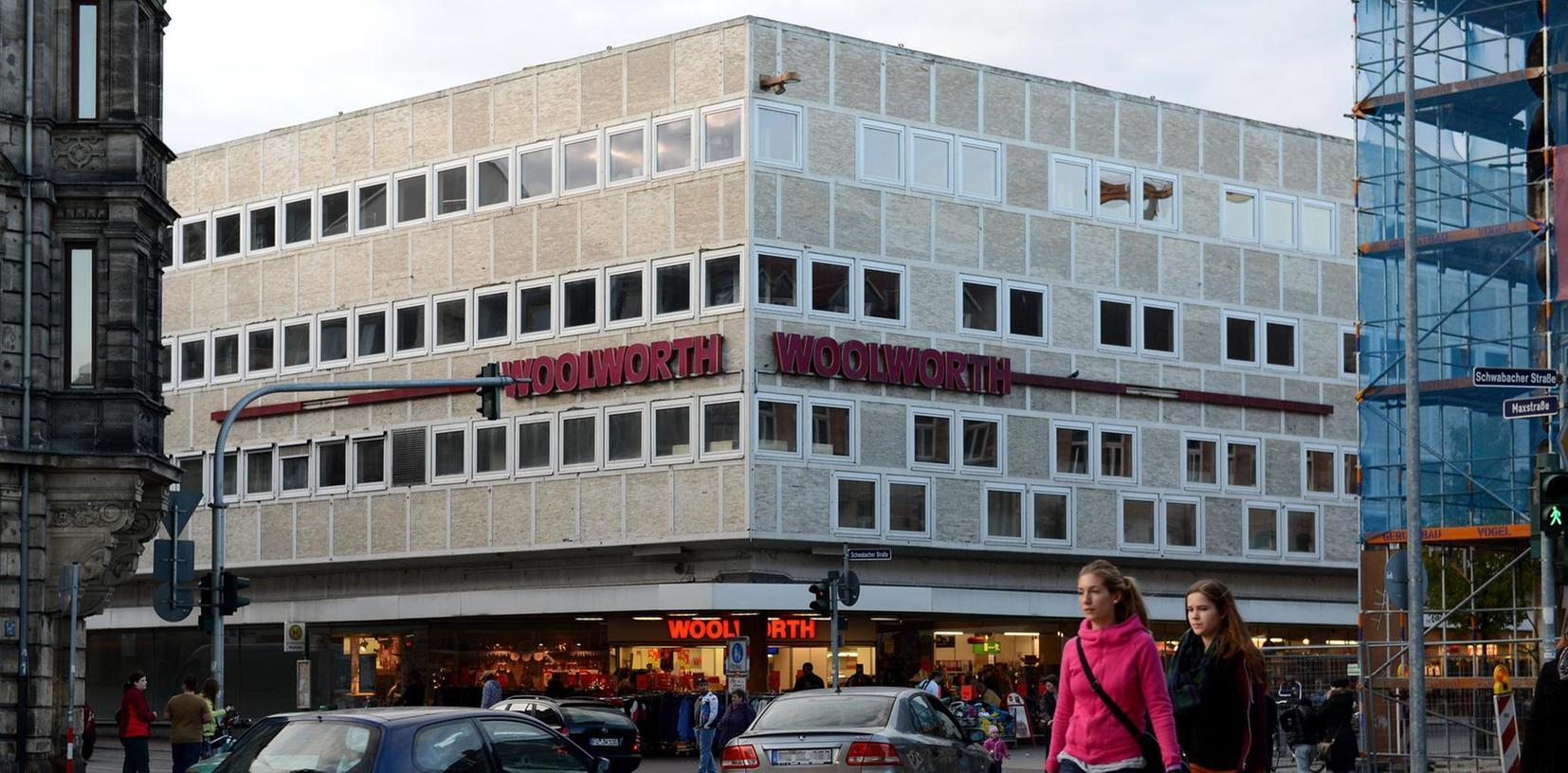 Dominant: Der Woolworth-Komplex (früher Bilka) prägt den Eingang zur Fußgängerzone an der Maxstraße. Was an dem Bau schützenswert ist, will vielen Fürthern nicht eingehen.