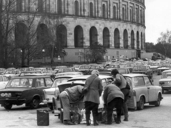Hunderte Trabis standen am Nürnberger Doku-Zentrum.