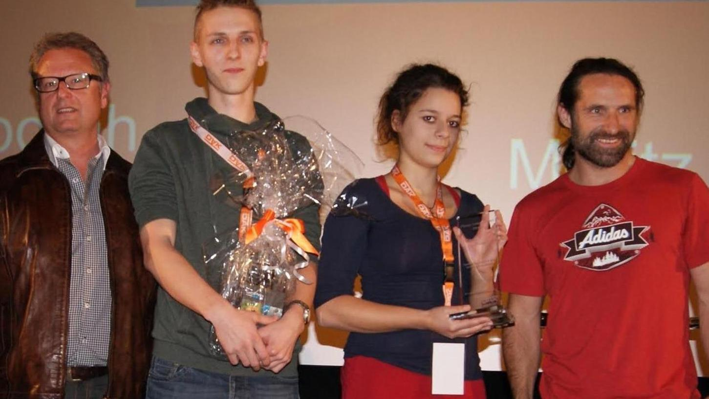 Beim Finale gratulierte (v.l.) Gottfried Prehofer dem Lonnerstadter Sieger-Duo Moritz Rakutt und Deborah Manavi, hier mit Alexander Huber.
