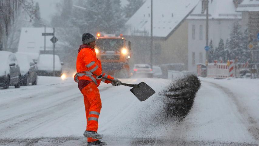 Je nach Witterung kostet der Nürnberger Winterdienst zwischen 3,5 und 12 Millionen Euro. Nach dem Winter müssen auch Schlaglöcher repariert werden - für rund 250.000 Euro.