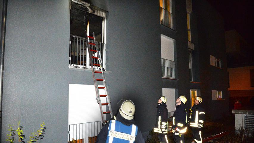 Feuer in Erlanger Altenheim: 35 Senioren evakuiert, zwei Verletzte