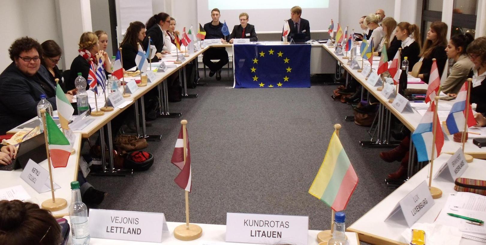 Zwei Tage schlüpfen die Studenten der Evangelischen Hochschule Nürnberg in die Rollen der EU-Minister.