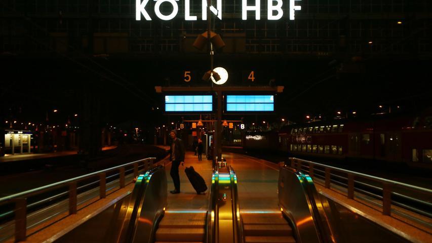 Die Bahnsteige sind am 06.11.2014 in Köln (Nordrhein-Westfalen) im Hauptbahnhof  leer. Die Gewerkschaft Deutscher Lokomotivführer (GDL) hat den längsten Streik  in der Geschichte der Deutschen Bahn angekündigt. Der Ausstand beginnt am  Mittwoch und soll am Montag (10.11.2014) in den Morgenstunden enden. Foto:  Oliver Berg/dpa +++(c) dpa - Bildfunk+++